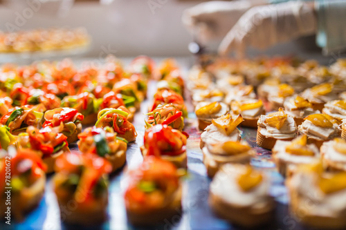 Photo Closeup of a plate with canapes