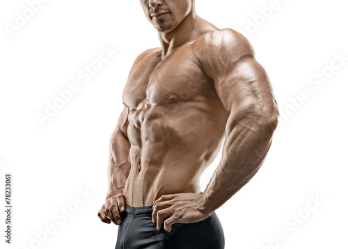 Photo Muscular and fit young bodybuilder posing on white background