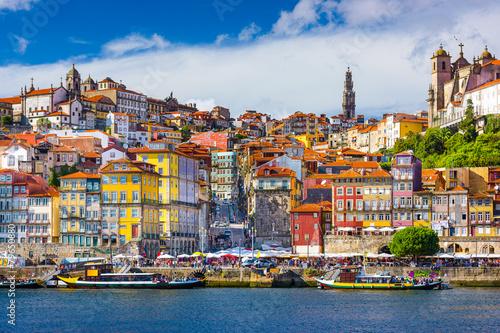 Obraz na plátně Porto, Portugal Old City Skyline on the Douro River