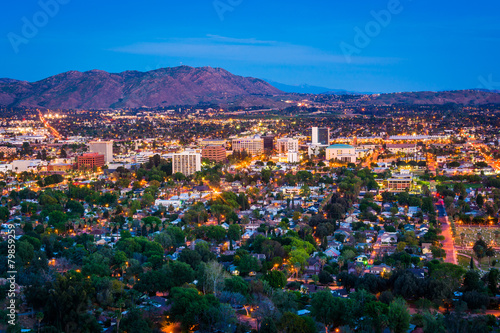 Fotografia Twilight view of the city of Riverside, from Mount Rubidoux Park