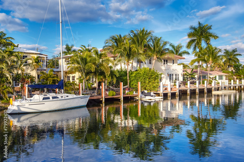 Fotografia, Obraz Expensive yacht and homes in Fort Lauderdale