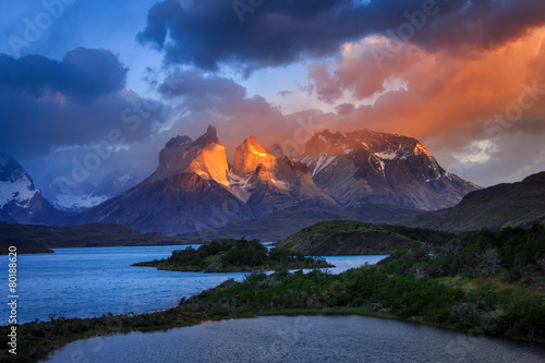 Tablou Canvas Lago Pehoe, National Park Torres del Paine in southern Chile.