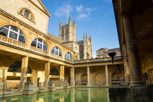 Photographie BATH, ENGLAND - NOVEMBER 22, 2014: Roman Baths with Bath Abbey i