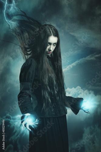 Fotografia Dark witch calling thunder powers