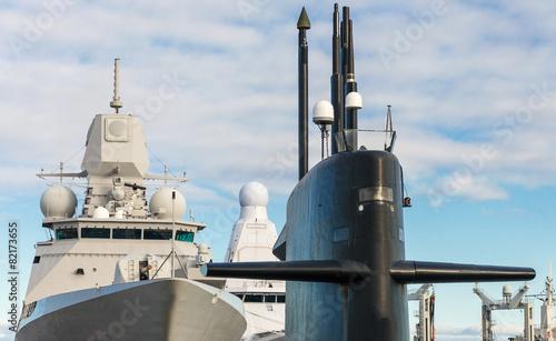 Fotografia Naval fleet. Submarine and warships with guns.
