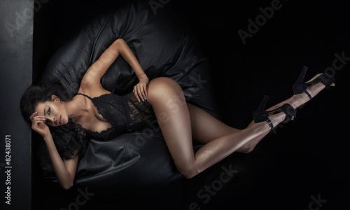 Foto Portrait of the tanned brunette woman