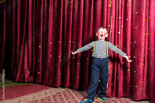 Photographie Adorable little boy singing on stage during a play