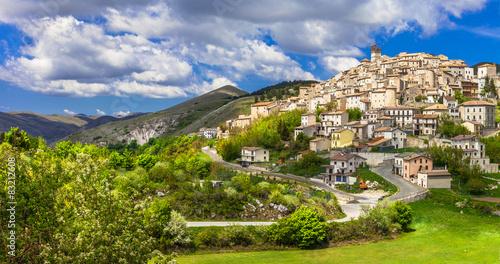 Fotografia, Obraz Castel del Monte - pictorial hilltop village in Abruzzo, Italy
