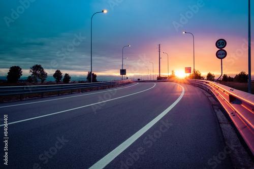 Canvas Print Strada e guard rail al tramonto