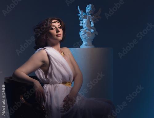 Valokuvatapetti Aphrodite styled beautiful woman