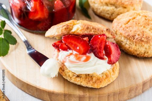 Fotografia, Obraz Strawberry shortcake with cream