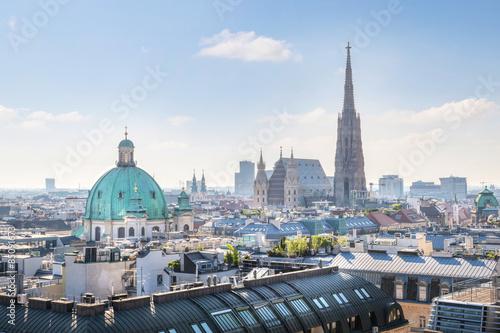 Fototapeta premium Widok na panoramę Wiednia z katedrą św. Szczepana rano, Wiedeń, Austria