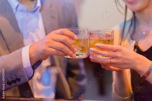 Carta da parati 乾杯するカップル