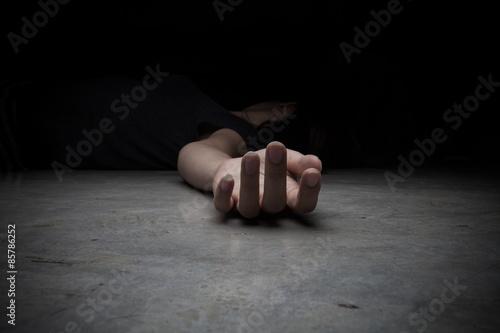 The dead woman's body. Focus on hand Fototapet