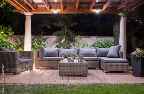 Billede på lærred Modern patio at night