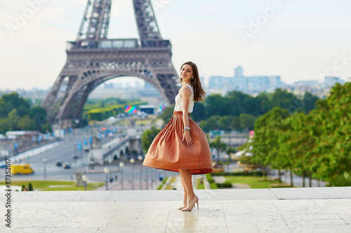 Canvas Print Young woman in Paris on a summer day