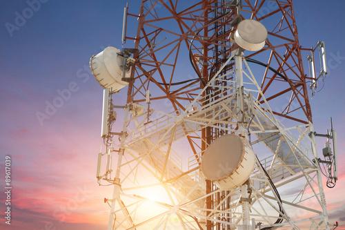 Carta da parati Satellite dish telecom tower at sunset