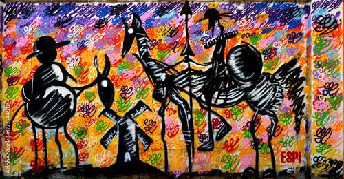 Graffiti 3499 - Don Chisciotte e Sancho Panza contro i mulini a vento Fototapet