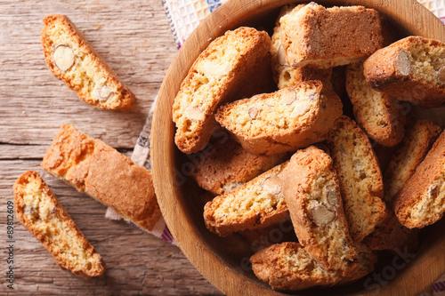 Fotografija delicious cookies biscotti with almonds closeup