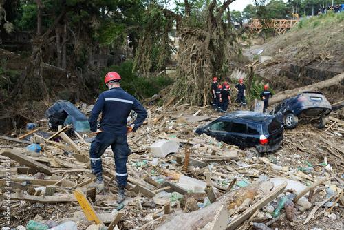 Obraz na plátně Rescue Service assorted debris