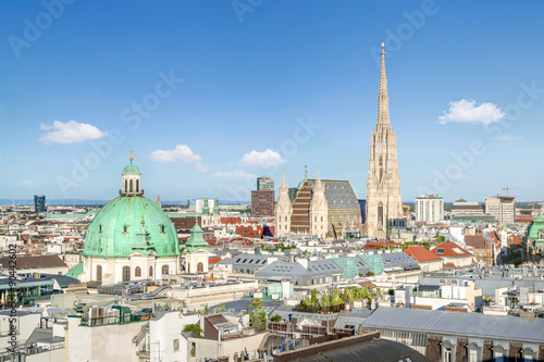 Fototapeta premium Widok na panoramę Wiednia z katedrą św. Szczepana w Wiedniu, Austria