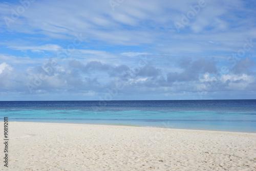Sand beach and ocean wave, Maldives Fototapeta