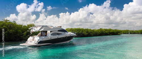 Stampa su Tela Luxury  motor yacht sailing out at sea
