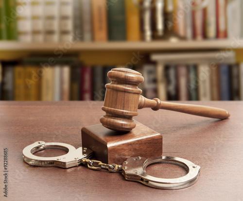 Obraz na płótnie gavel and handcuffs