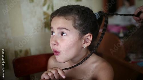mother makes daughter(娘) female girl hair braid sitting naked in Stock ビデオ   Adobe Stock