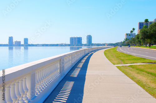 The world's longest continuous sidewalk, Bayshore Boulevard in Tampa, Florida, along Tampa Bay and is 4 Fotobehang