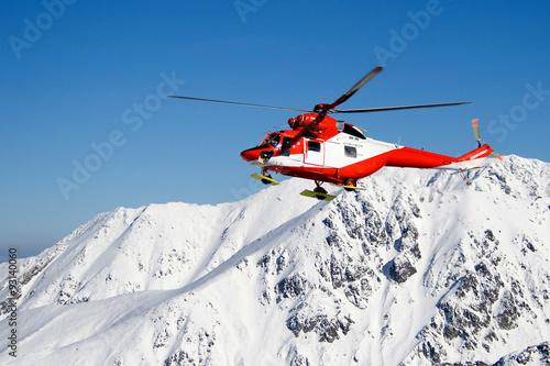 Helikopter TOPR podczas akcji ratowniczej w Tatrach Wysokich