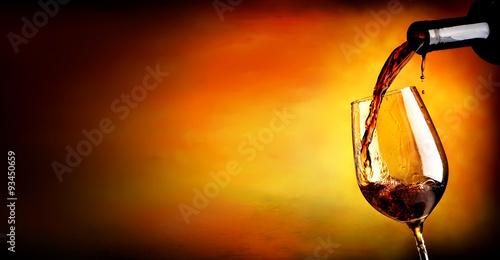 Obraz na plátně Nalévání vína na oranžovou
