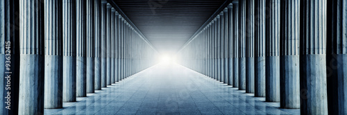 Fotografia Säulenhalle mit geheimnisvollen Licht
