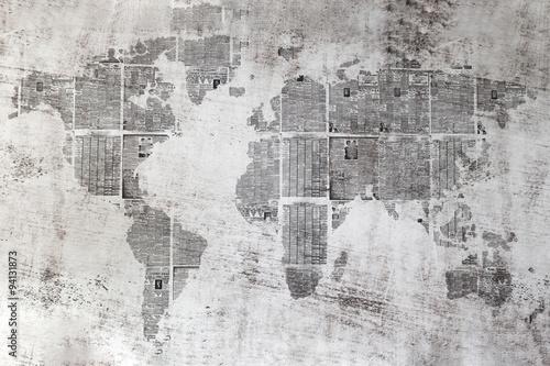 Obraz na płótnie Muro grigio con  collage di fogli di giornali a forma del mondo