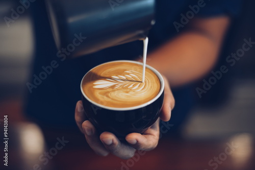 Foto cup of coffee latte in coffee shop