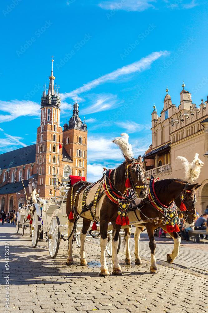 Wózki konne na głównym placu w Krakowie <span>plik: #94212627   autor: Sergii Figurnyi</span>