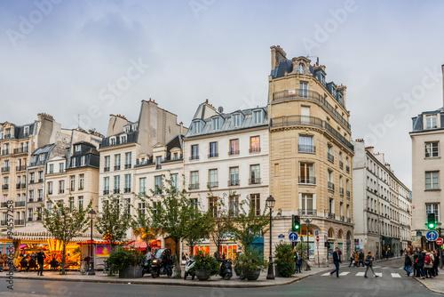 Stampa su Tela Rue Saint Antoine à Paris en île de France, France