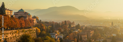 Panorama di Bergamo dalle mura di città alta Fototapete