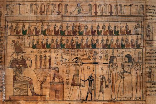 antyczne-hieroglify-na-egipskim-papirusie