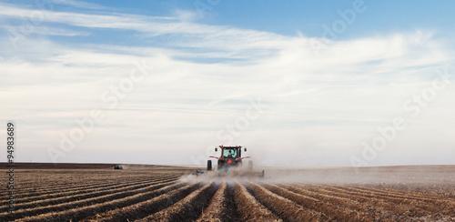 Tractor planting a potato crop Fototapeta