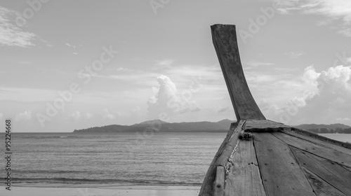 Plakat Klasyczna łódź z długim ogonem, czarno-biały obraz w stylu vintage