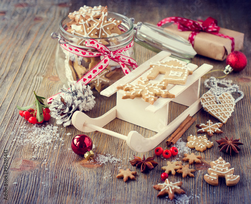 Christmas gingerbread cookies, festive rustic table decoration #95265442