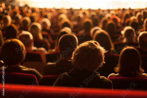 Billede på lærred audience watching theater play