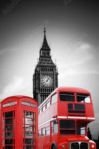 Big Ben in London mit roter Telefonzelle und Bus