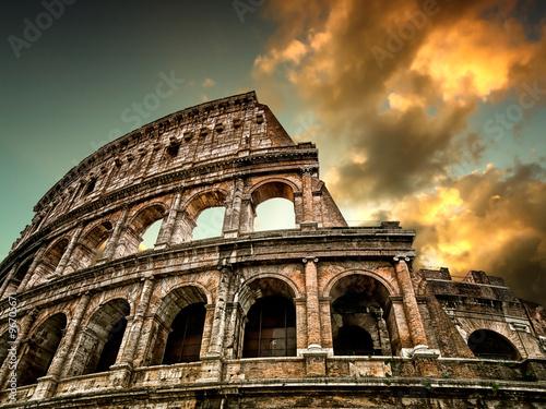 In Rom Kolosseum im Hintergrund mit Himmel Fototapete