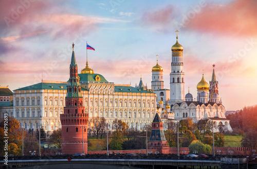 Obraz na plátně Кремль рассвет встречает Kremlin welcomes