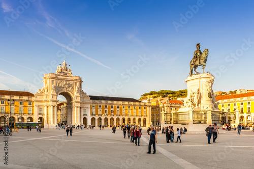 Place du commerce et l'arc de triomphe à Lisbonne, Portugal