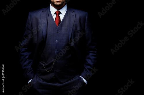 Valokuvatapetti man in suit on black background