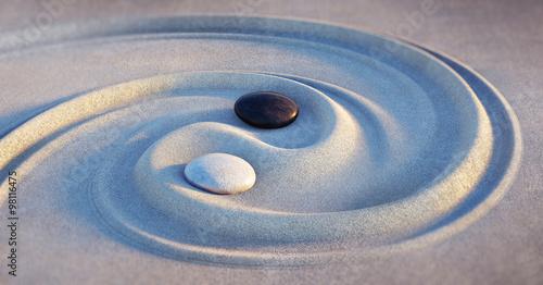 Fotografija Yin Yang Motiv - Steine im Sand 2