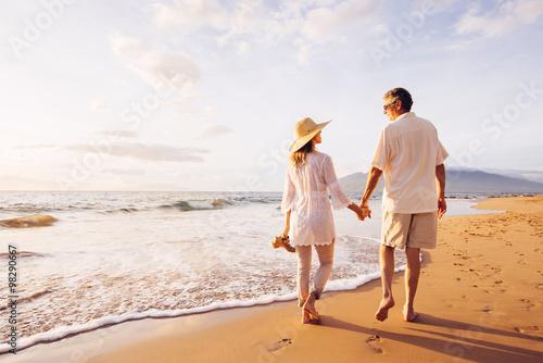 Fotografia Mature Couple Walking on the Beach at Sunset